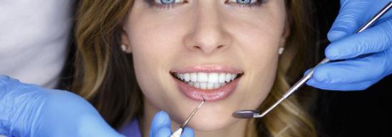 Ursachen und Behandlungsmöglichkeiten für Parodontose